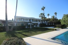 Stunning villa with heated pool located just near Garoupe beach