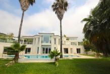Belle villa moderne avec vue sur la mer et grande piscine