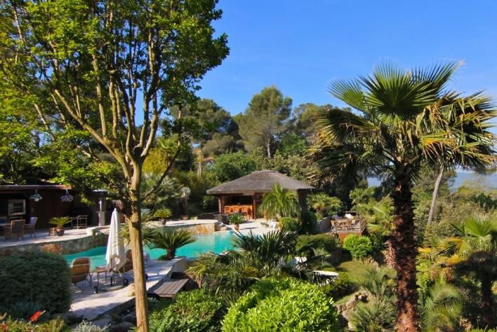 vente maison mougins villa d 39 architecte avec piscine et 6 chambres. Black Bedroom Furniture Sets. Home Design Ideas