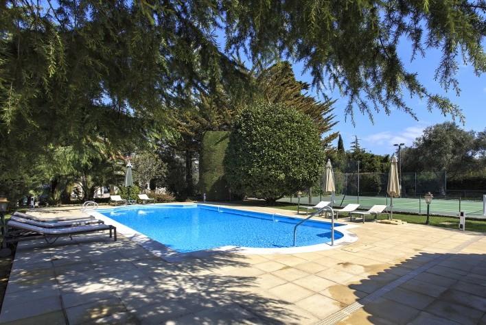 Location maison cap d 39 antibes villa d 39 exception for Piscine de antibes