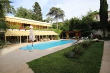 Villa avec grande piscine et jardin