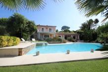 Très belle maison avec grande piscine à pied des plages