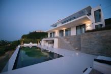 Villa contemporaine avec vue dominante sur la mer et le Cap d'Antibes