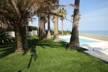 Villa pied dans l'eau au Cap 'Antibes