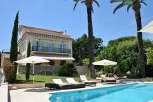 Villa 8 chambres et gand jardin, proche plage de sable