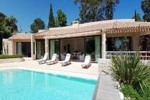 Villa avec une vue sublime sur la mer, grand jardin et piscine