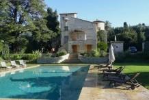 Cap d'Antibes ouest, belle villa avec  grande piscine et jardin plat