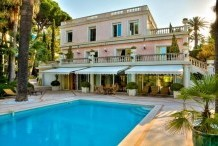 Belle villa 410 m² avec vue sur la mer et piscine chauffée, à 2 pas des plages de Juan les Pins