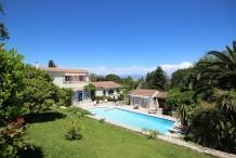 Villa avec grande piscine et beau jardin à 200 m de la plage