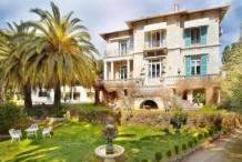 Villa Belle Epoqueavec un très beau jardin de 2000 m  et piscine, proche mer et Monaco