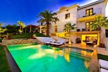 Belle villa moderne avec vue sur la mer et montagne, piscine chauffée, beau jardin