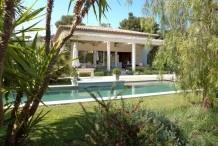 Villa moderne avec grande piscine à 2 pas d la plage de la Garoupe