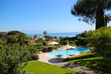 Villa d'exception à 2 pas de la plage de la Garoupe, vue mer, piscine, tennis