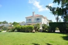 Belle villa avec piscine dans un domaine férmé proche plage et Eden Roc