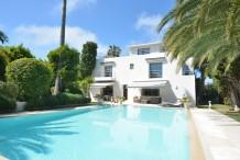 Villa moderne dans un domaine privé proche l'hôtel Eden Roc