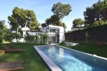 Villa moderne avec piscine et jardin plat au Cap d'Antibes