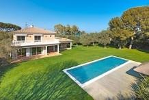 Belle villa 450 m avec piscine et grand jardin 3500 proche plage de la Garoupe