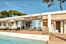 Villa moderne avec piscine et vue mer
