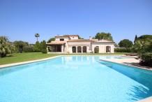 Villa provencal avec mer, jardin plat et grande piscine