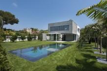 Superbe villa moderne neuve avec belle piscine, proche plage