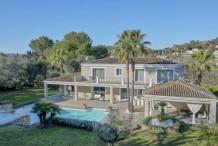 Belle villa avec grand jardin et piscine proche Cannes