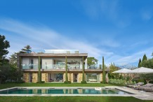 Contemporary style villa with huge pool, sea view and flat 1800 garden
