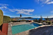 Villa moderne avec 4 chambres, belle piscine et vue sur la mer