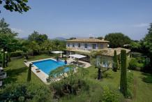 Elégante villa 400 m avec 6 chambres et piscine privée, 5 min de la plage de Pampelonne