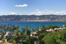 Magnifique villa avec une vue panoramique sur la mer et grande piscine à debordement