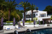 Belle villa de style provencale avec vue mer et grande piscine