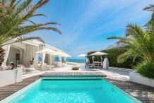Water edge villa with 4 bedrooms on Cap d'Antibes