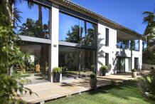 Très belle propriété se composant de 2 villas privées dans un domaine de luxe