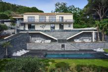 Villa moderne avec vue sur le mer, piscine chauffée et jardin plat