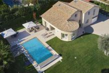Villa avec piscine et 5 chambres à 2 pas de la Garoupe
