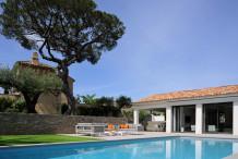 Villa moderne avec piscine, à é pas du centre