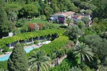 Очаровательное поместье с бассейном и большим садом рядом с центром Канн
