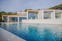 Belle villa moderne avec une vue sur la me