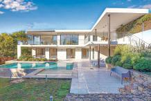 Villa moderne avec 4 chambres et piscine