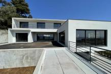 Villa contemporaine neuve avec belle vue sur la mer