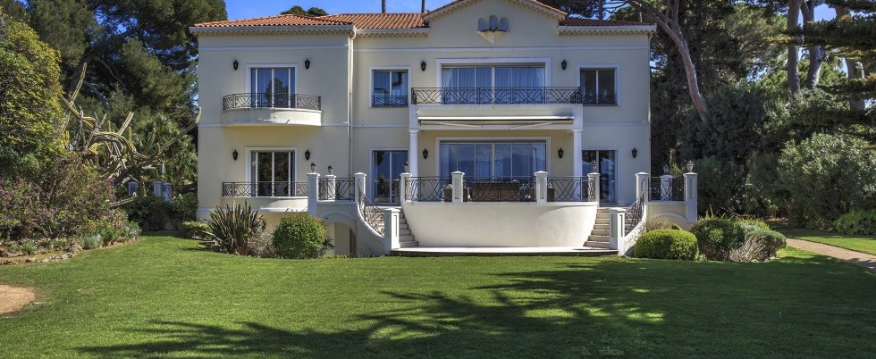LOCATION - CAP D'ANTIBES - LUXUEUSE VILLA BELLE EPOQUE - FRONT DE MER